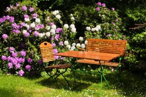 Gartenstühle aus Naturholz