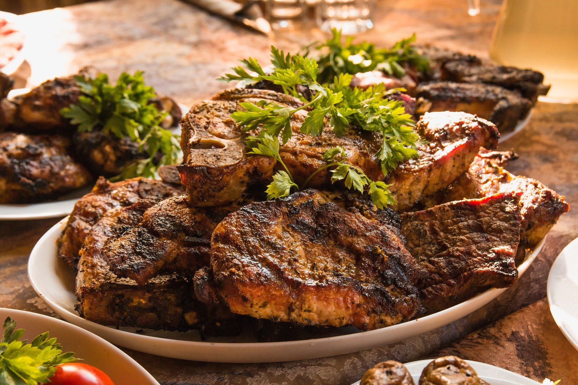 Eine elegante Grillsauce kann jedes Grillsteak verfeinern.